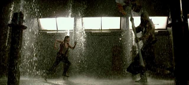 Claire Redfield (Ali Larter) kämpft gegen den Henkerszombie