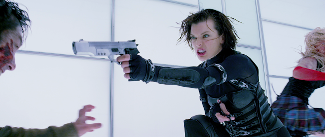 Milla Jovovich kämpft gegen Zombies