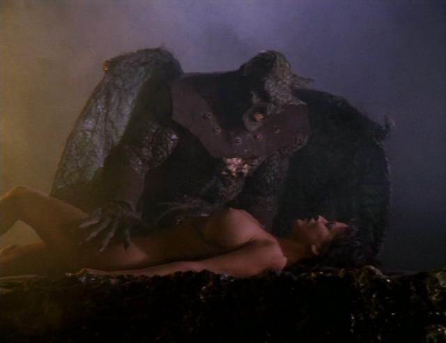 Der Dämon und eines seiner leichtbekleideten Opfer