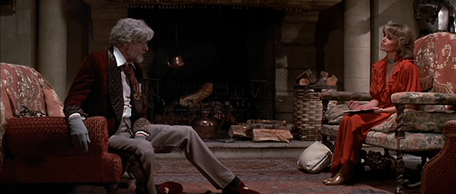 Clouseaus Vater (Richard Mulligan) spricht mit Reporterin Marie Jouvet (Joanna Lumley)